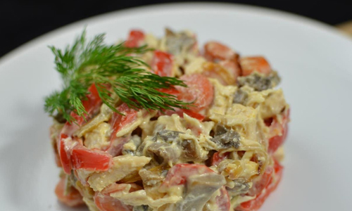 Вкусный салат с маринованными шампиньонами